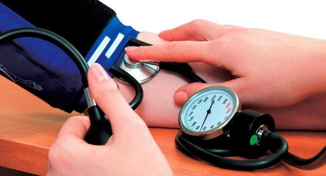 ¿Cual es la presion arterial normal en personas mayores de 50 años?