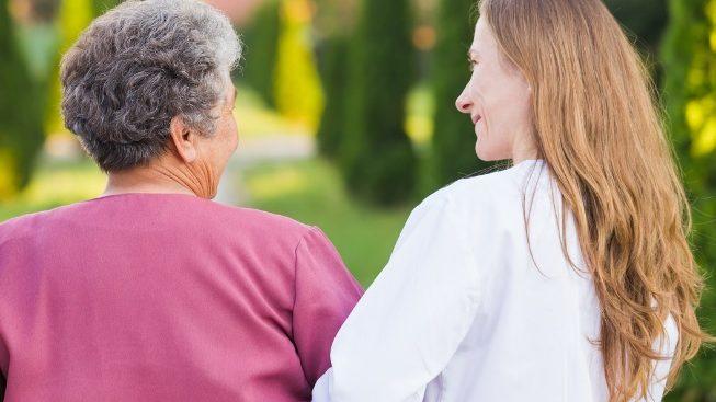 Beneficios de la asistencia a domicilio para personas mayores
